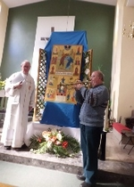 Fr Joe Ryan welcomes the Peace Icon to St John Vianney's to a trumpet fanfare